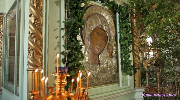 Мироточивая Казанская икона Божьей Матери, Богоявленско-Анастасиин монастырь, Кострома