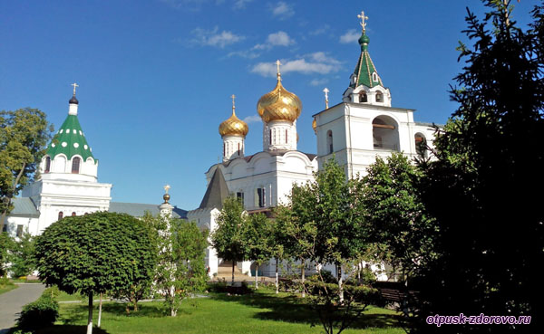 Территория Ипатьевского монастыря, Кострома