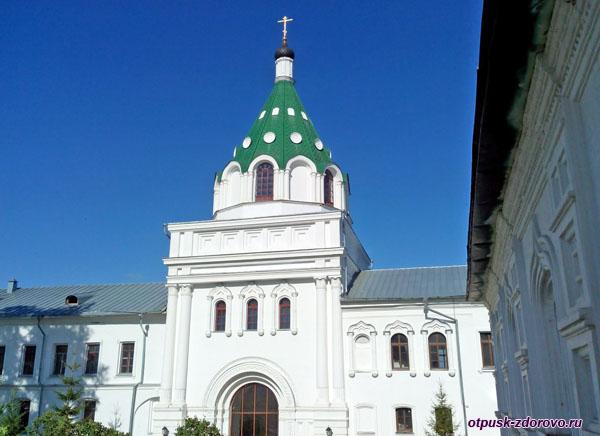 Храм Хрисанфа и Дарии на территории Ипатьевского монастыря, Кострома