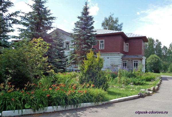 В усадьбе Следово, Костромская область