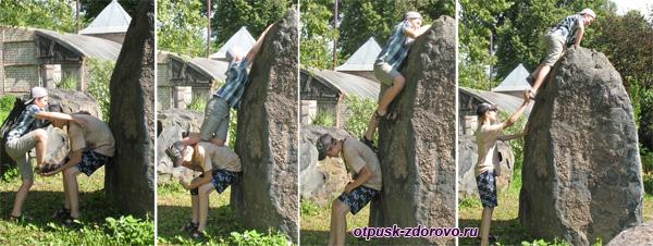 Как залезают на высокий камень