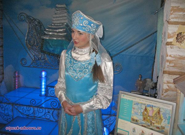 Снегурочка приветствует нас в своем Тереме, Кострома