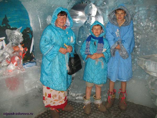 Фото с Ледяной скульптурой Снегурочки в ее Тереме, Кострома