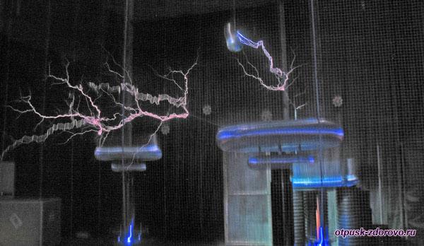 Шоу Мегавольт-Повелитель молний в музее Тесла, Адлер