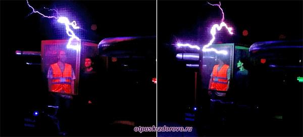 Шоу молний и человек в клетке в музее Тесла, Олимпийский парк