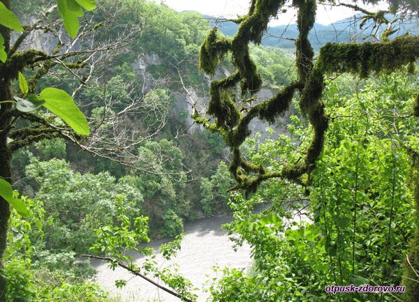 Ахштырское (Дзыхринское) ущелье и река Мзымта