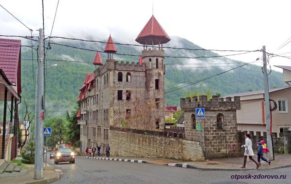 Строящийся замок, Красная Поляна
