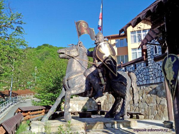 Памятник рыцарю, Красная Поляна, достопримечательности