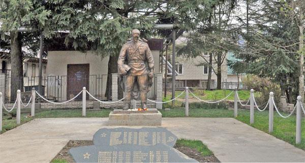 Памятник Бронзовому солдату в Красной Поляне