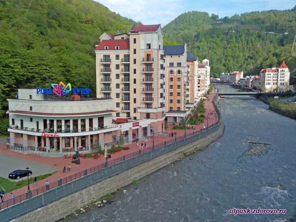 Роза Хутор, вид на город с нижней станции канатки Газпрома Альпика-Сервис