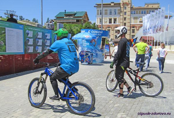 Горные велосипедисты в Горки-Городе-960