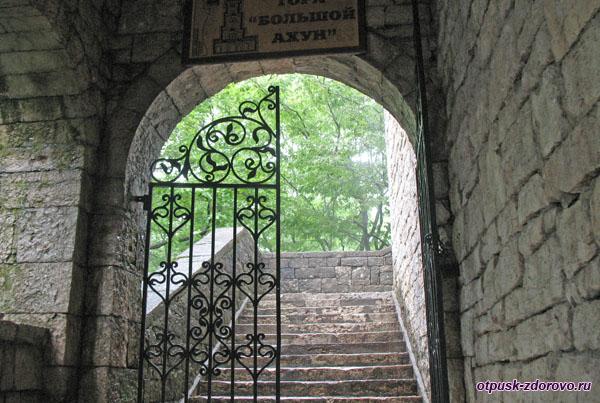 Вход в башню, Гора Ахун, Сочи