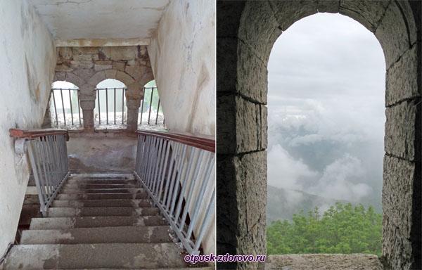 Лестницы и окна башни, Гора Ахун, Сочи