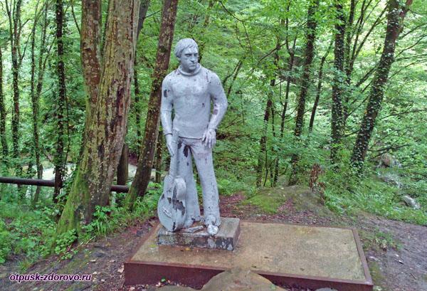 Памятник на поляне Высоцкого, Сочи
