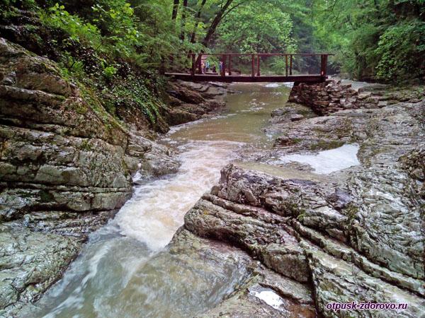 Возле первого Агурского водопада, Сочи
