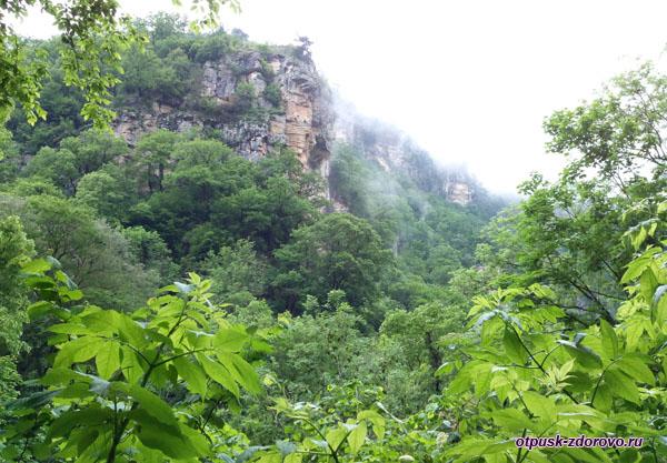 Агурское ущелье и скалы, Сочи
