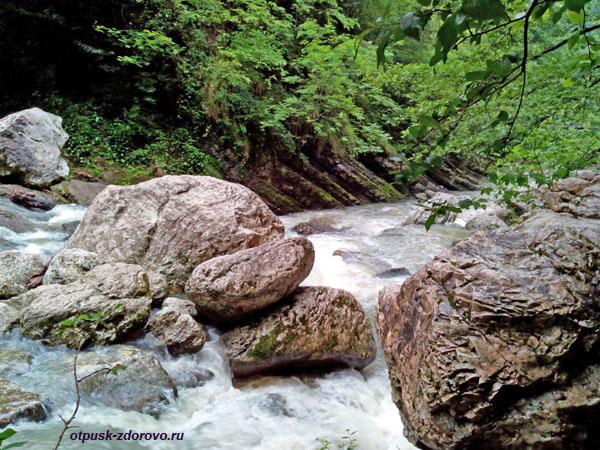 Река Агурчик возле Агурских водопадов, Сочи