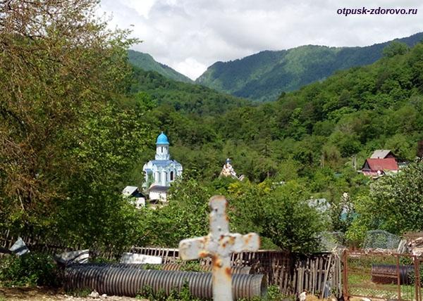 Вид на Георгиевский монастырь от храма Георгия Победоносца, Сочи