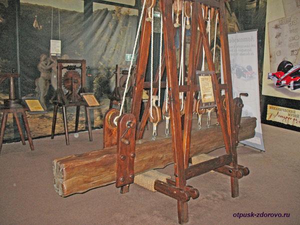 Система блоков для поднятия тяжестей, изобретение Леонардо да Винчи