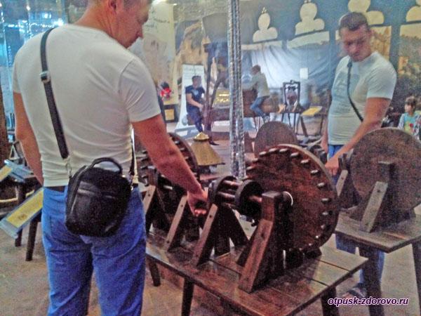 В механическом музее Леонардо да Винчи в Сочи
