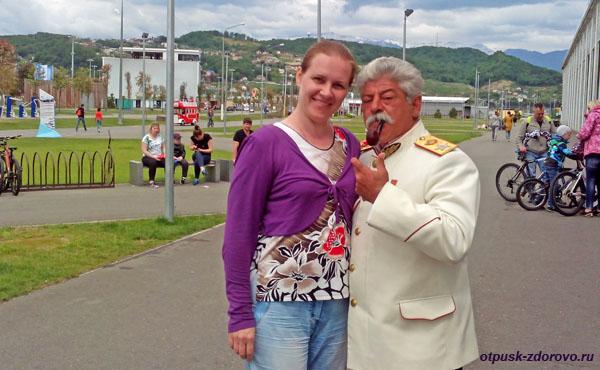 Фото со Сталиным в Олимпийском Парке, Адлер