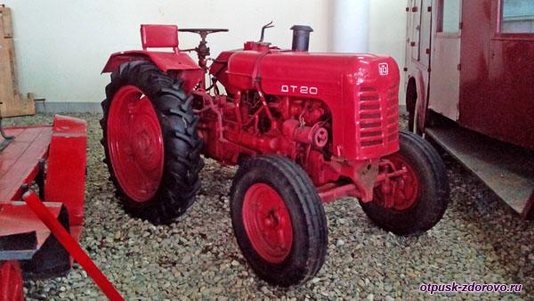 Колесный трактор ДТ-20