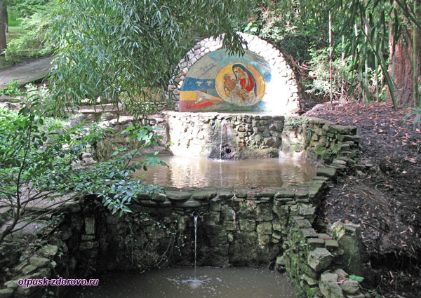 Грот с иконой Божьей Матери, Парк Дендрарий в Сочи