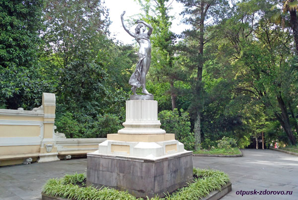 Скульптура Балерина, Парк Дендрарий в Сочи