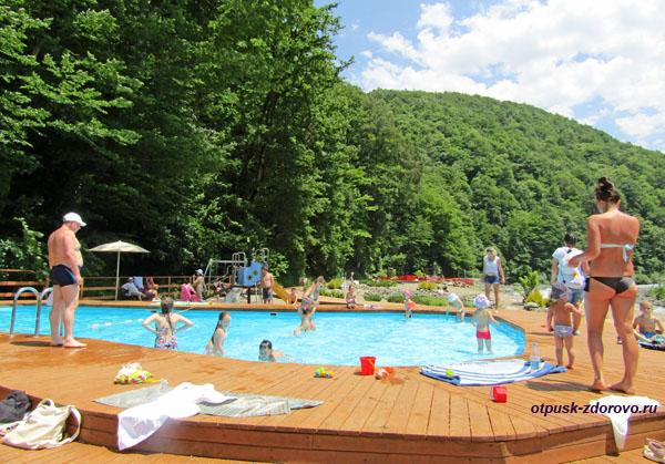 Детский открытый бассейн на Роза Хутор
