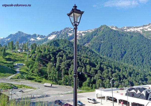 Вид на подъемники от Флакона, горная Олимпийская деревня, Роза Хутор