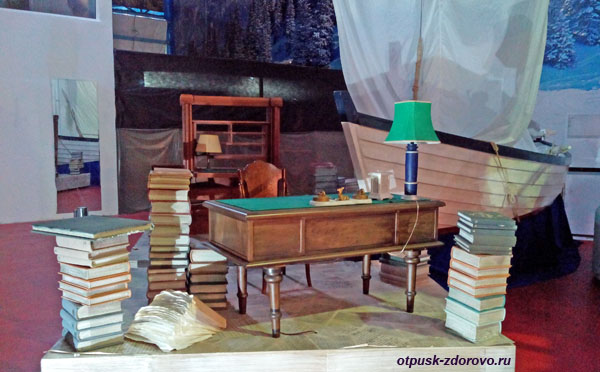 Стол и книги с церемонии открытия Игр в музее Олимпийских Символов, Адлер