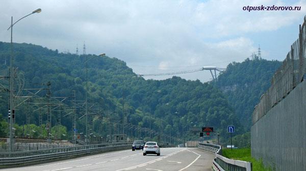 Вид на мост СкайБридж с шоссе Сочи (Адлер) - Красная Поляна
