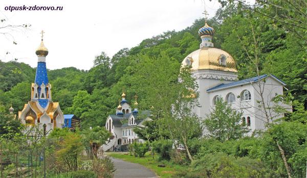 На территории Троице-Георгиевского женского монастыря, Сочи