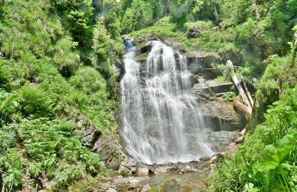 Парк водопадов Менделиха на Роза Хутор