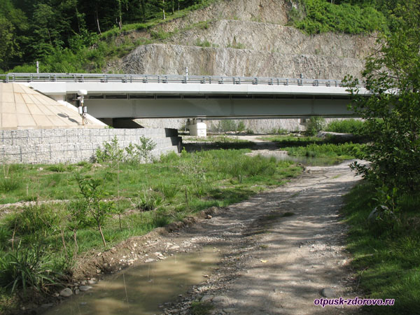 Автомобильныймост по дороге к водопаду Пасть Дракона (Глубокий Яр)
