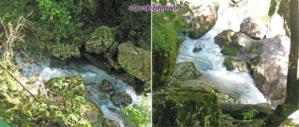 Горная река Глубокий Яр в каньоне на пути к водопаду Пасть Дракона