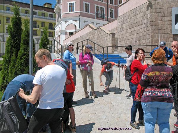 Готовимся отправиться к водопаду, Горки Город-960