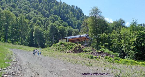 Последняя остановка канатной дороги Горная Карусель на высоте 1370 метров