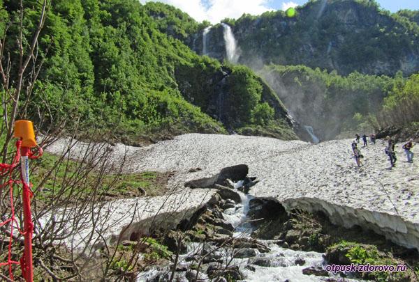 Водопад Поликаря, ледник и река Ржаная