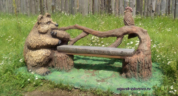 Скамейка с медведем, Парк-заповедник сказок Берендеево Царство, Серпуховский район