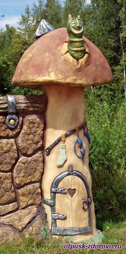 Гусеница в домике-грибе, Парк-заповедник сказок Берендеево Царство, Серпуховский район