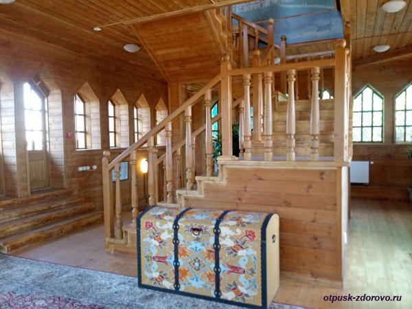 Лестница на смотровую площадку дворца Алексея Михайловича в Коломенском