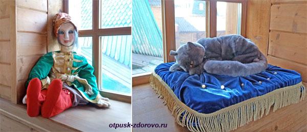 Кукла и мягкая игрушка (кот) в царском тереме, Коломенское, Москва