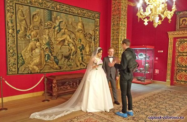 Молодожены во Дворце царя Алексея Михайловича в Коломенском