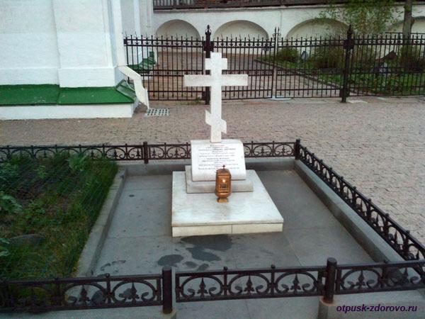 Памятный крест, Свято-Даниловский монастырь в Москве