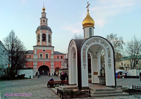 Часовня в Свято-Даниловом монастыре в Москве