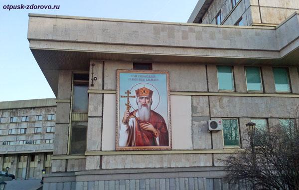Икона св.Владимира на здании гостиницы Даниловская в Москве