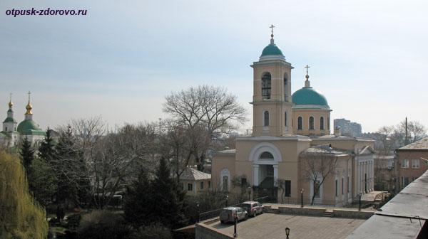 Воскресенский храм рядом с Свято-Даниловским монастырем в Москве
