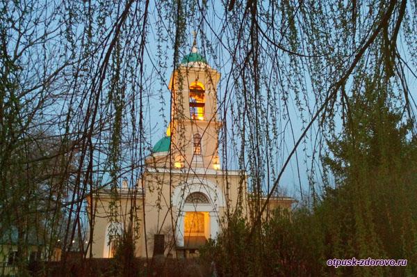 Церковь Воскресения возле Свято-Данилова монастыря в Москве