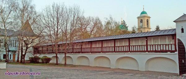 Переходы в крепостной стене, Свято-Даниловский монастырь в Москве